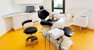 Hier fühlt man sich wohl: Einblick in das Behandlungszimmer der Zahnarztpraxis Kümmel in Mutlangen bei Schwäbisch Gmünd