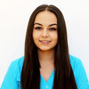 Maria Barga ist Angestellte in der Zahnarztpraxis Kümmel in Mutlangen