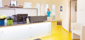 Eingangsbereich der Zahnarztpraxis Kümmel in Mutlangen